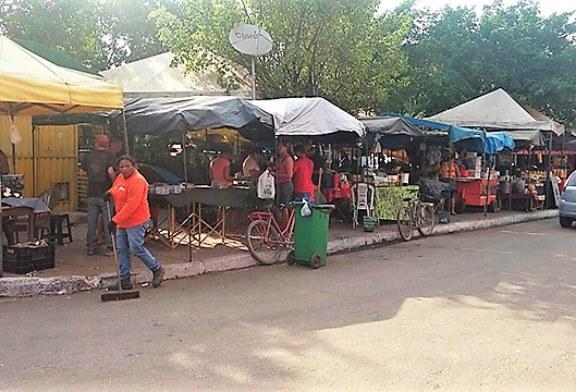 CIDADE: PREFEITURA REÚNE  FEIRANTES DA FOLHA 28 PARA DAR INÍCIO A ORGANIZAÇÃO DA FEIRA.