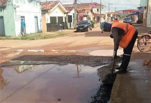 TAPA BURACO: MÁQUINAS DA SEVOP REALIZAM MUTIRÃO NO BAIRRO LARANJEIRAS