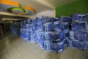 EDUCAÇÃO: SEMED ENTREGA 2.500 CARTEIRAS NOVAS PARA 43 ESCOLAS