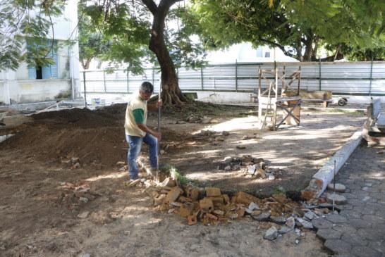 OBRAS: EQUIPES INICIAM REFORMA NA ÁREA DE LAZER DO PALACETE AUGUSTO DIAS