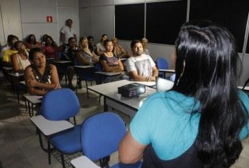 VERÃO: VENDEDORES AMBULANTES PARTICIPAM DE CURSO DE MANIPULAÇÃO DE ALIMENTOS
