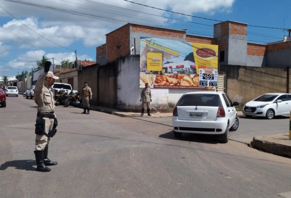 TRÂNSITO: DMTU ORIENTA CONDUTORES NO BAIRRO NOVO HORIZONTE