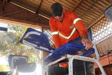 SEVOP: CARPINTARIA RECUPERA CENTENAS DE CARTEIRAS ESCOLARES SEMANALMENTE