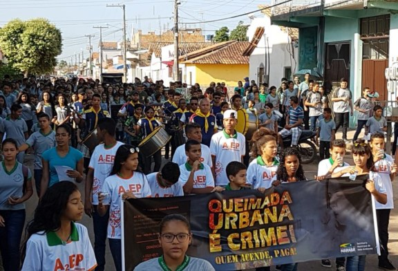 SEMMA: ALUNOS PARTICIPAM DE PASSEATA CONTRA QUEIMADA URBANA