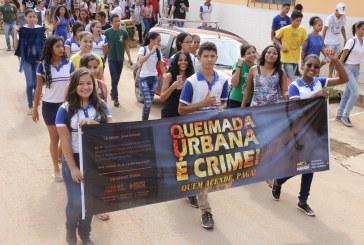 SEMMA: CAMINHADA EM DEFESA DO MEIO AMBIENTE LEVA CENTENAS DE ESTUDANTES ÀS RUAS DO BAIRRO LIBERDADE